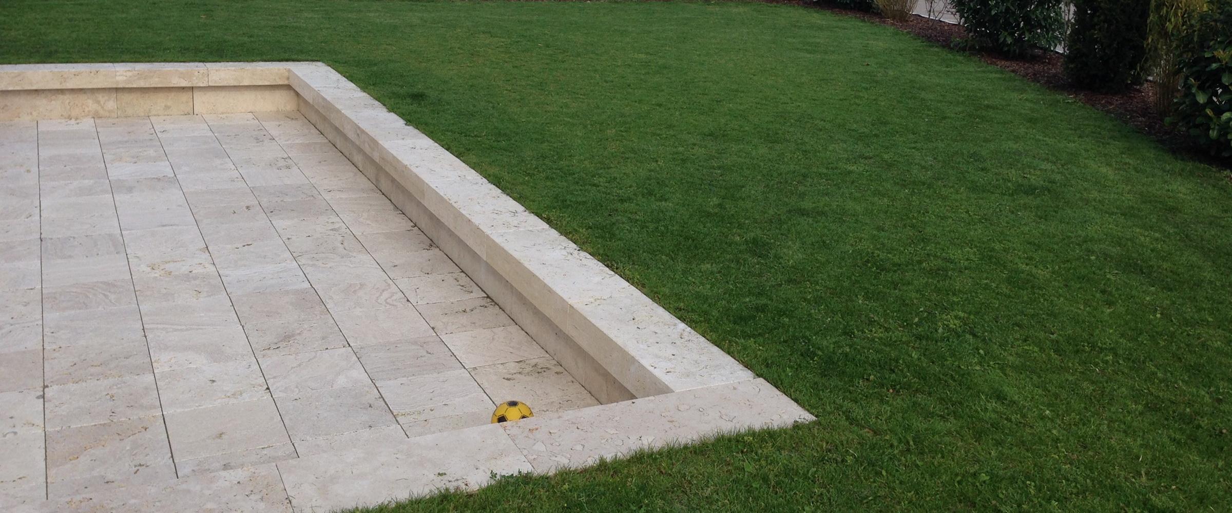 Setzen Sie besondere Akzente mit einer Terrasse aus Travertinplatten