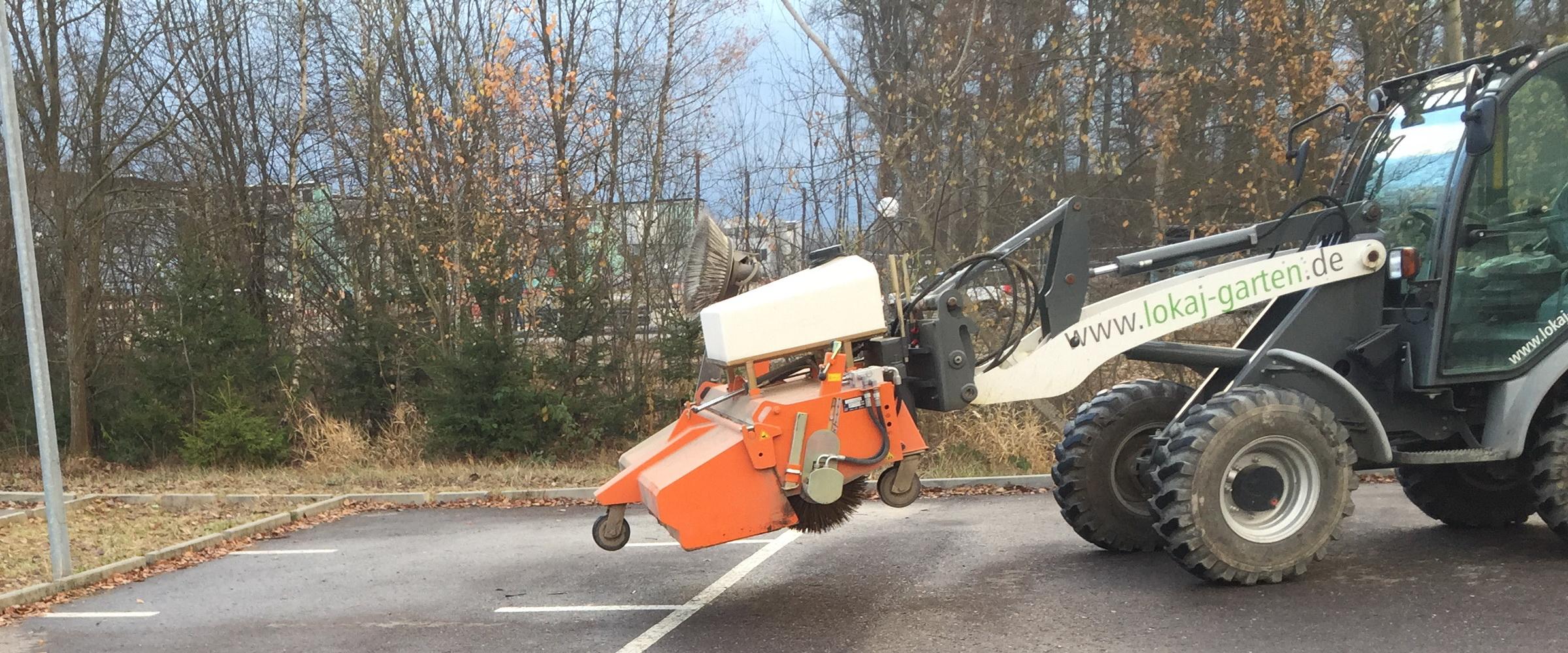 Mit professionellen Maschinen und Geräten arbeiten wir in Ulm und Umgebung